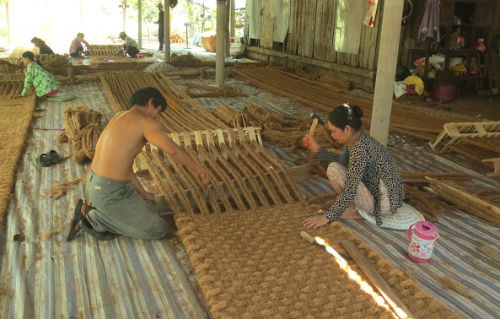 chế tạo máy và xuất thảm xơ dừa sang Hàn Quốc